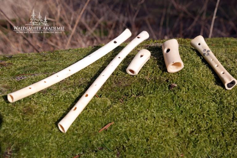 Knochenflöten von 5000 vor Heute, bis ins Mittelalter